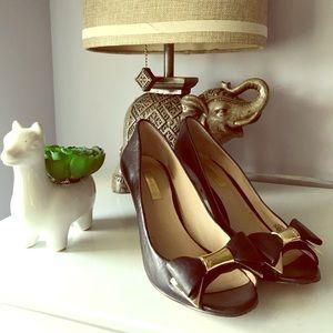 Louis et Cie peep toe leather bow pumps